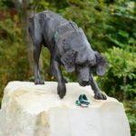 dog news dog statue